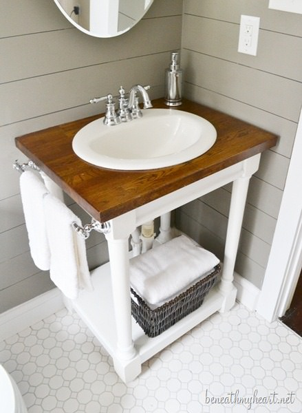 How to make diy pallet bathroom vanity projects for Diy wood vanity