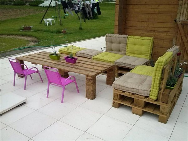 Out Door Pallet Sofa Outdoor Pallet Furniture Ideas For Your Garden