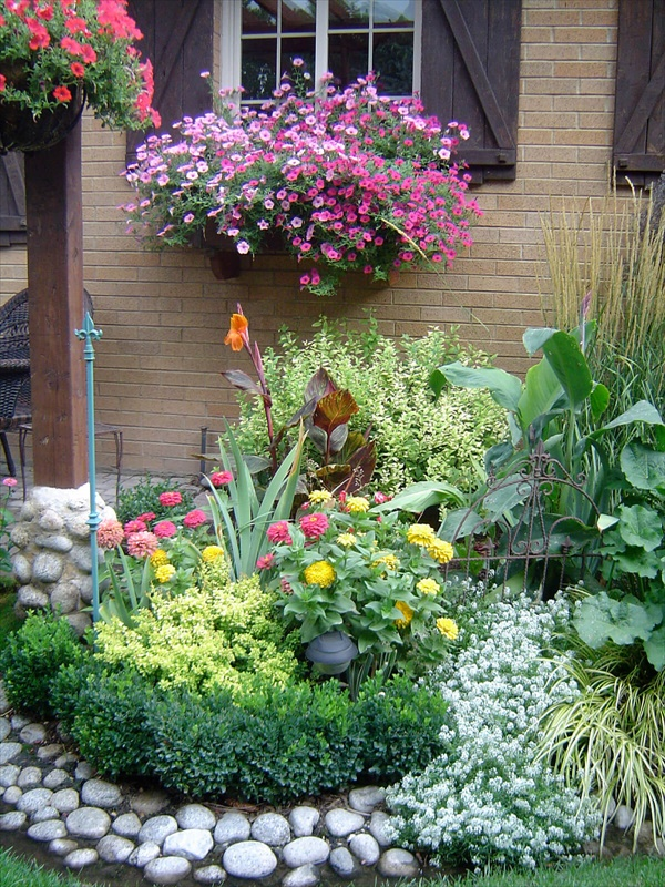 15 flower bed ideas homebnc 1 14 Amazing Small Backyard Ideas That Will Beautify Your Space