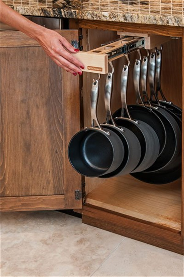 Pans and pots sliding rack
