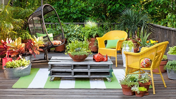 54ff37772d238 ghk 0813 garden party chairs s2 14 Amazing Small Backyard Ideas That Will Beautify Your Space