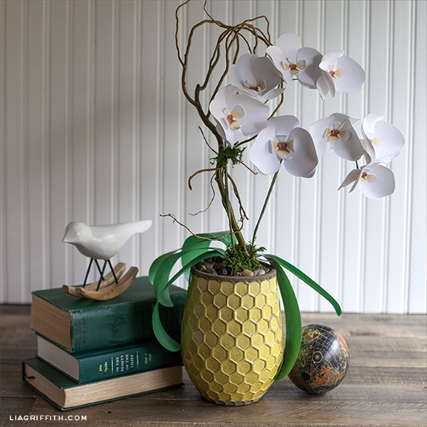The DIY orchid plant made from papers